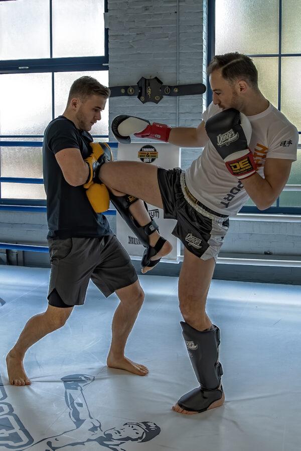 Danger bokshandschoen Ultimate Fighter geel leer zwart 10oz